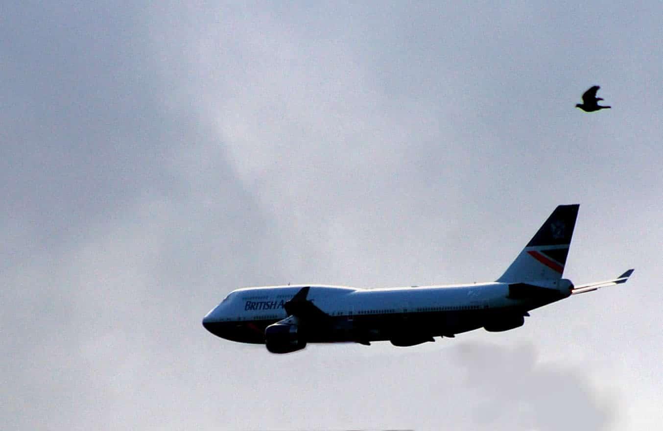 Boeing 747 descending to land at Dunsfold Park